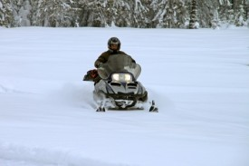 Snowmobiling-safety-tips
